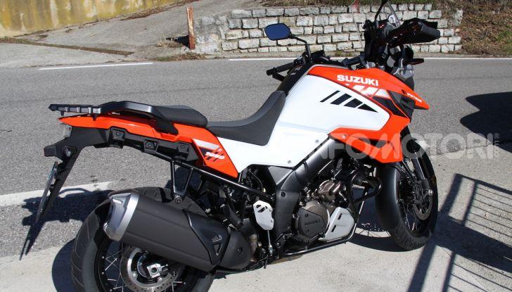 Test Ride Suzuki V-Strom 1050XT: la crossover che ama l'asfalto e non disdegna l'off-road - Foto 12 di 42