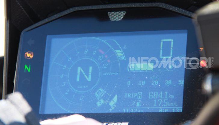 Test Ride Suzuki V-Strom 1050XT: la crossover che ama l'asfalto e non disdegna l'off-road - Foto 13 di 42