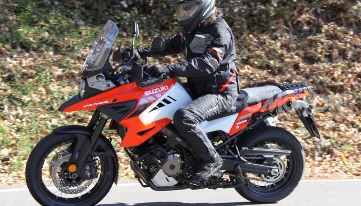 Test Ride Suzuki V-Strom 1050XT: la crossover che ama l'asfalto e non disdegna l'off-road - Foto 17 di 42