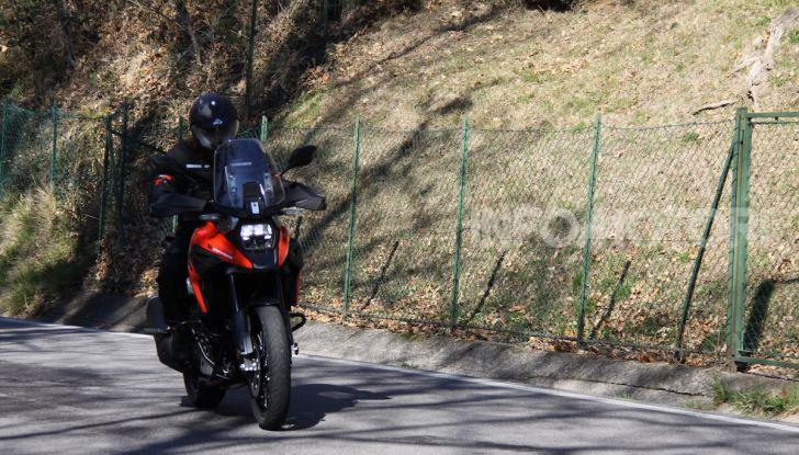 Test Ride Suzuki V-Strom 1050XT: la crossover che ama l'asfalto e non disdegna l'off-road - Foto 18 di 42