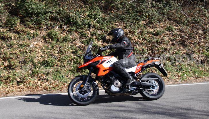 Test Ride Suzuki V-Strom 1050XT: la crossover che ama l'asfalto e non disdegna l'off-road - Foto 19 di 42
