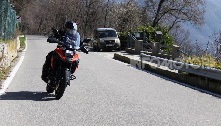 Test Ride Suzuki V-Strom 1050XT: la crossover che ama l'asfalto e non disdegna l'off-road - Foto 2 di 42