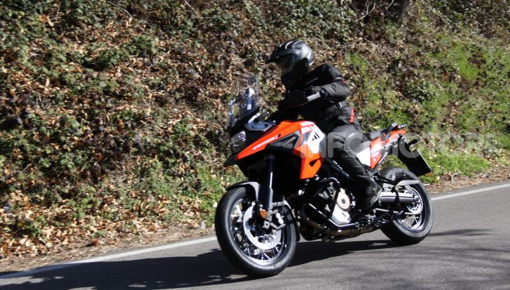 Test Ride Suzuki V-Strom 1050XT: la crossover che ama l'asfalto e non disdegna l'off-road - Foto 22 di 42