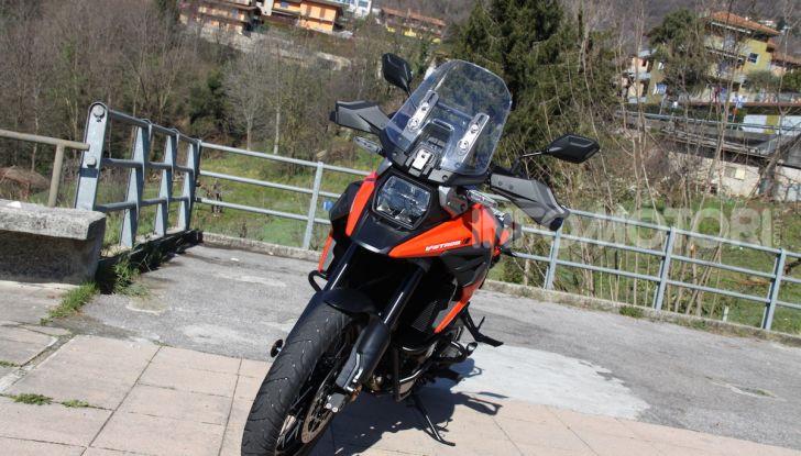 Test Ride Suzuki V-Strom 1050XT: la crossover che ama l'asfalto e non disdegna l'off-road - Foto 23 di 42