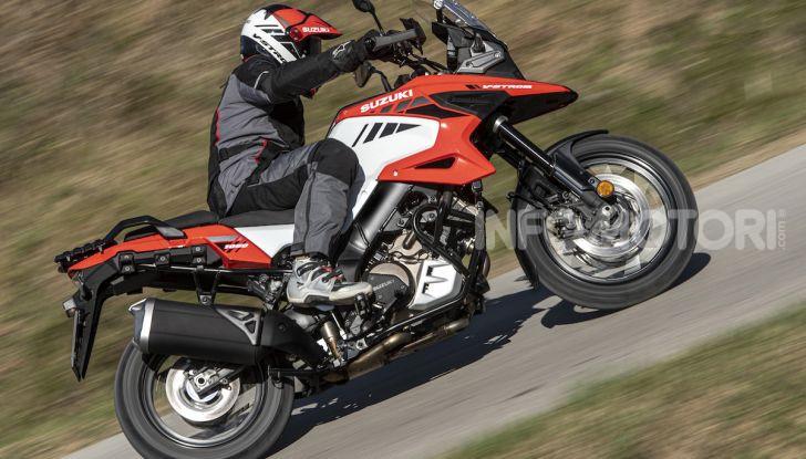 Test Ride Suzuki V-Strom 1050XT: la crossover che ama l'asfalto e non disdegna l'off-road - Foto 27 di 42