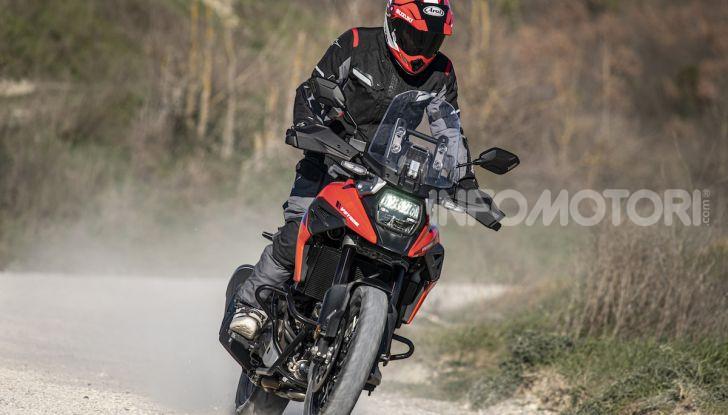 Test Ride Suzuki V-Strom 1050XT: la crossover che ama l'asfalto e non disdegna l'off-road - Foto 29 di 42