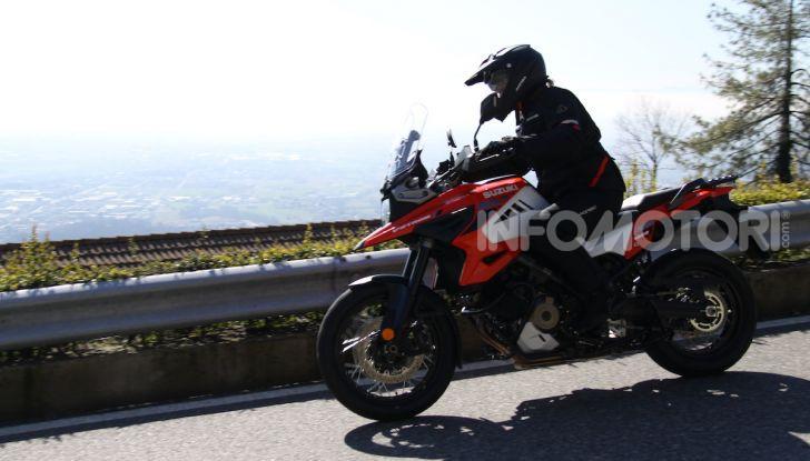 Test Ride Suzuki V-Strom 1050XT: la crossover che ama l'asfalto e non disdegna l'off-road - Foto 3 di 42