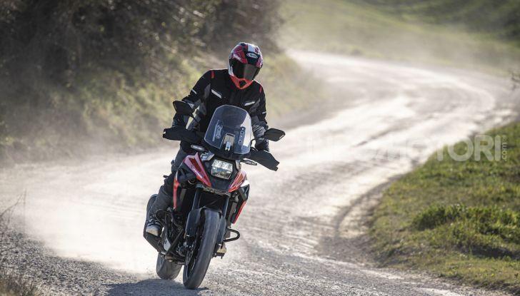 Test Ride Suzuki V-Strom 1050XT: la crossover che ama l'asfalto e non disdegna l'off-road - Foto 30 di 42