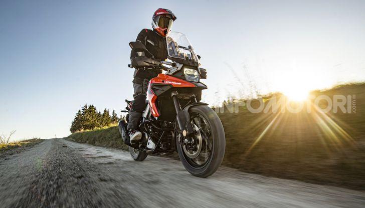 Test Ride Suzuki V-Strom 1050XT: la crossover che ama l'asfalto e non disdegna l'off-road - Foto 32 di 42