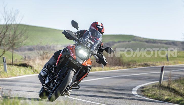 Test Ride Suzuki V-Strom 1050XT: la crossover che ama l'asfalto e non disdegna l'off-road - Foto 33 di 42