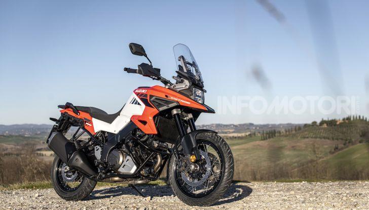 Test Ride Suzuki V-Strom 1050XT: la crossover che ama l'asfalto e non disdegna l'off-road - Foto 35 di 42