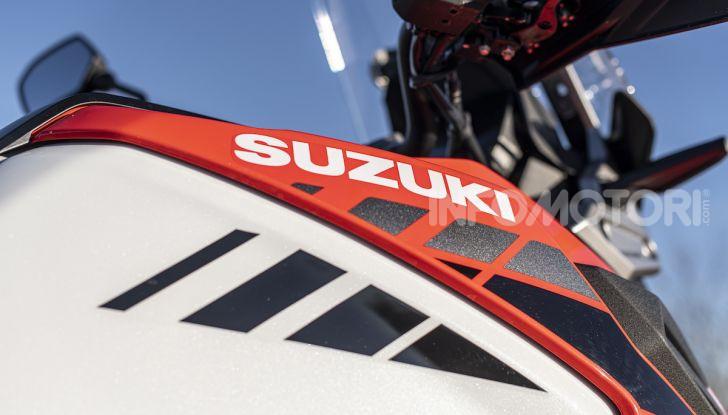 Test Ride Suzuki V-Strom 1050XT: la crossover che ama l'asfalto e non disdegna l'off-road - Foto 38 di 42