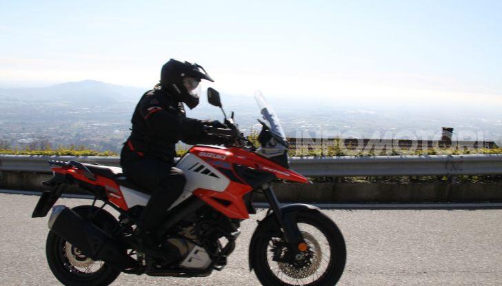 Test Ride Suzuki V-Strom 1050XT: la crossover che ama l'asfalto e non disdegna l'off-road - Foto 4 di 42