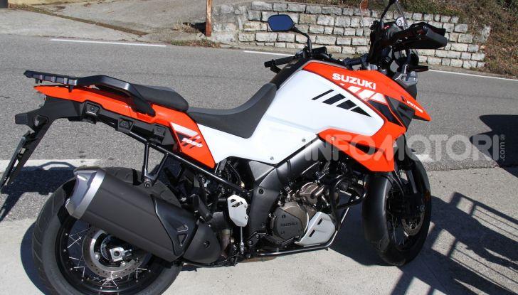 Test Ride Suzuki V-Strom 1050XT: la crossover che ama l'asfalto e non disdegna l'off-road - Foto 9 di 42