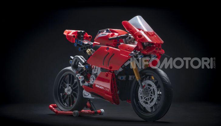 Ducati Panigale V4 R by LEGO Technic: 646 mattoncini di passione - Foto 1 di 9