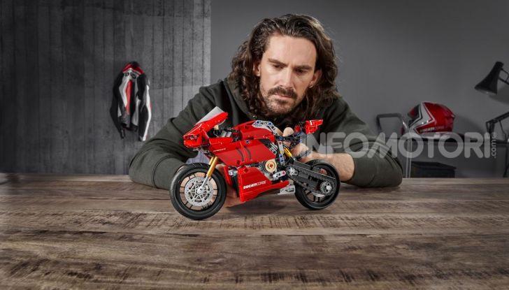 Ducati Panigale V4 R by LEGO Technic: 646 mattoncini di passione - Foto 2 di 9