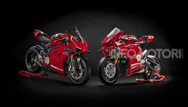 Ducati Panigale V4 R by LEGO Technic: 646 mattoncini di passione - Foto 3 di 9
