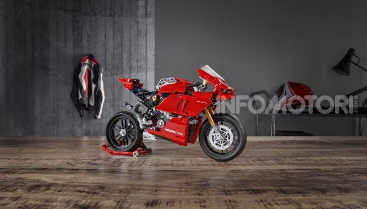 Ducati Panigale V4 R by LEGO Technic: 646 mattoncini di passione - Foto 4 di 9