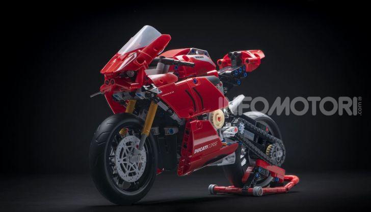Ducati Panigale V4 R by LEGO Technic: 646 mattoncini di passione - Foto 5 di 9