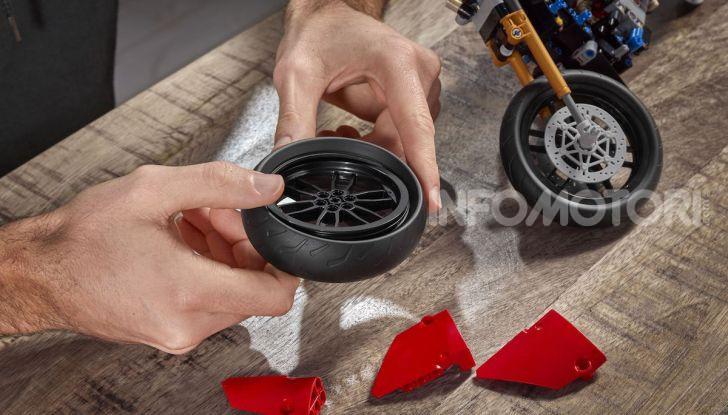 Ducati Panigale V4 R by LEGO Technic: 646 mattoncini di passione - Foto 6 di 9