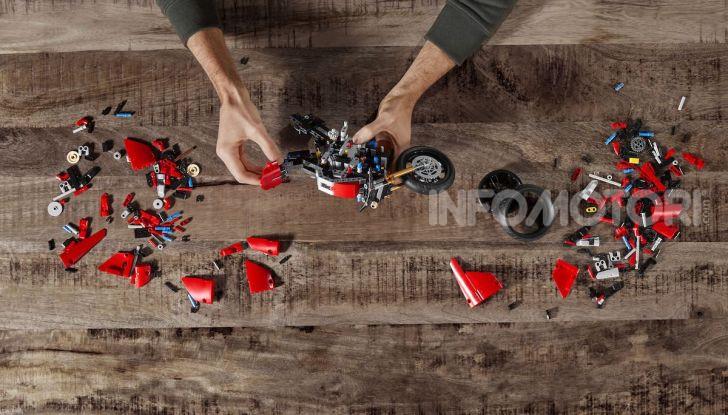 Ducati Panigale V4 R by LEGO Technic: 646 mattoncini di passione - Foto 7 di 9