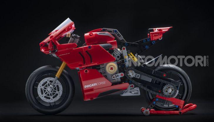 Ducati Panigale V4 R by LEGO Technic: 646 mattoncini di passione - Foto 8 di 9