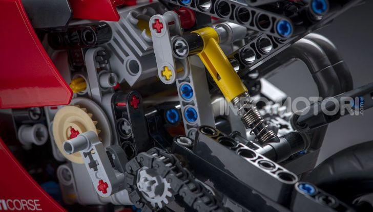 Ducati Panigale V4 R by LEGO Technic: 646 mattoncini di passione - Foto 9 di 9