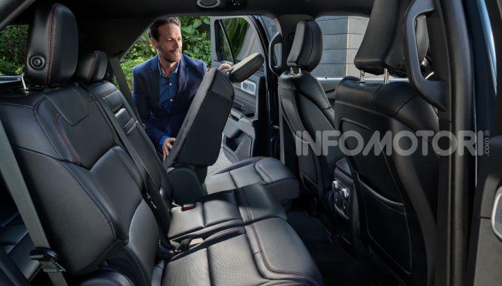 Ford Explorer Plug-In Hybrid: cuore ibrido per sette passeggeri - Foto 2 di 4
