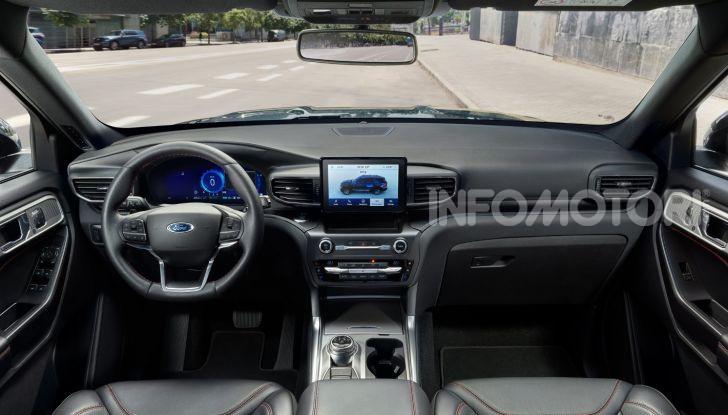 Ford Explorer Plug-In Hybrid: cuore ibrido per sette passeggeri - Foto 3 di 4