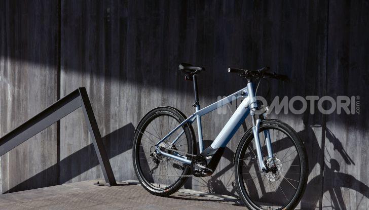 BMW e Mini firmano una nuova linea di monopattini, bici ed e-bike - Foto 13 di 21