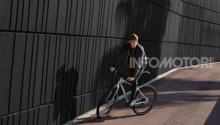 BMW e Mini firmano una nuova linea di monopattini, bici ed e-bike - Foto 14 di 21