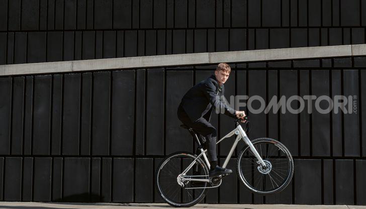 BMW e Mini firmano una nuova linea di monopattini, bici ed e-bike - Foto 16 di 21