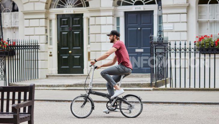 BMW e Mini firmano una nuova linea di monopattini, bici ed e-bike - Foto 2 di 21