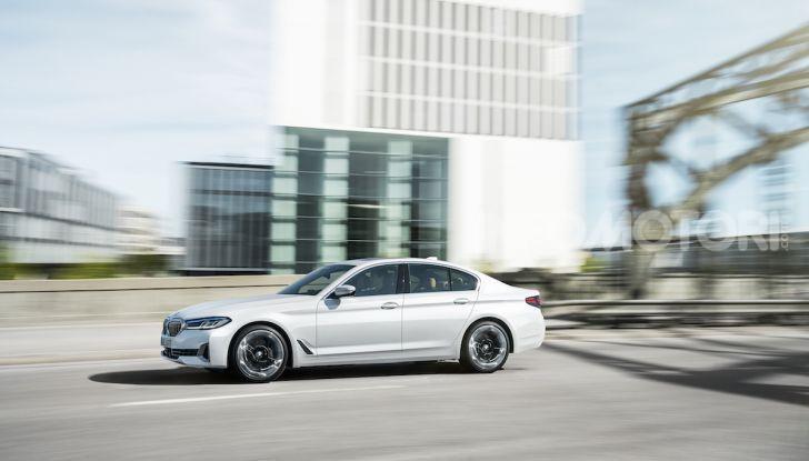Nuova BMW Serie 5 2020: look sportivo e interni raffinati - Foto 24 di 32