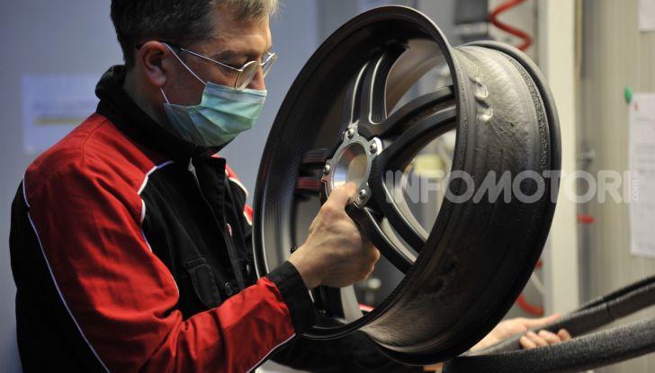 Ducati avvia la produzione della Superleggera V4 - Foto 2 di 8