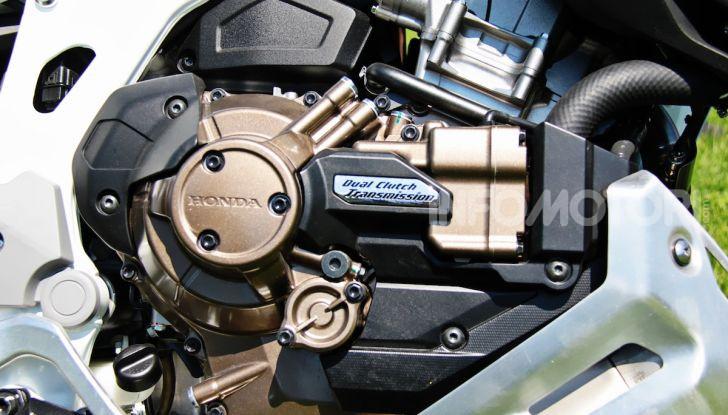 Prova Honda Africa Twin 1100 Adventure Sports: regina su strada e off-road - Foto 15 di 20
