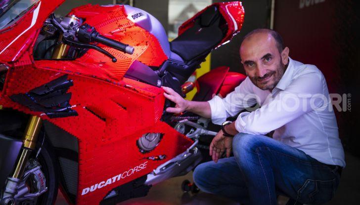 LEGO Technic: ecco la Ducati Panigale V4 R in mattoncini  in scala 1-1 - Foto 3 di 9