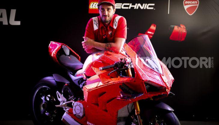 LEGO Technic: ecco la Ducati Panigale V4 R in mattoncini  in scala 1-1 - Foto 5 di 9