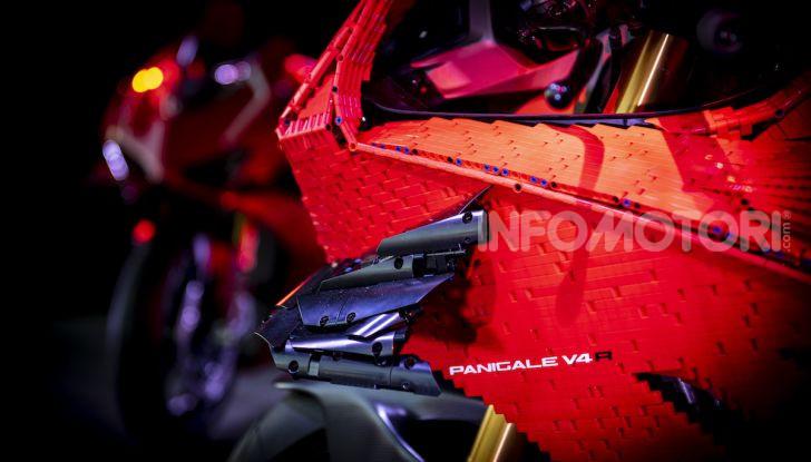 LEGO Technic: ecco la Ducati Panigale V4 R in mattoncini  in scala 1-1 - Foto 6 di 9
