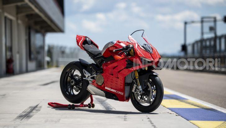 LEGO Technic: ecco la Ducati Panigale V4 R in mattoncini  in scala 1-1 - Foto 7 di 9