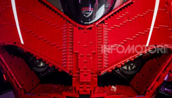 LEGO Technic: ecco la Ducati Panigale V4 R in mattoncini  in scala 1-1 - Foto 9 di 9