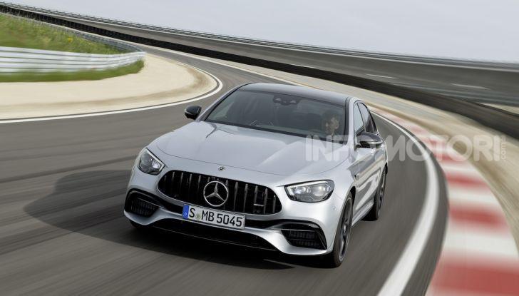 Mercedes-AMG E 63 4MATIC: berlina e station wagon fanno rima con prestazioni e comfort - Foto 38 di 51