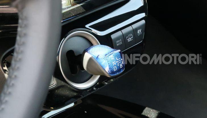 Toyota Prius Plug-in Hybrid: test drive, autonomia, prestazioni - Foto 26 di 36
