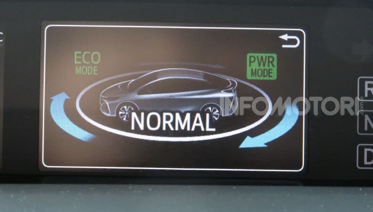 Toyota Prius Plug-in Hybrid: test drive, autonomia, prestazioni - Foto 28 di 36