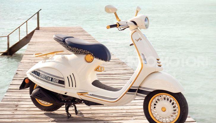 Vespa 946 Christian Dior: lo scooter tailor made che unisce Italia e Francia - Foto 1 di 5