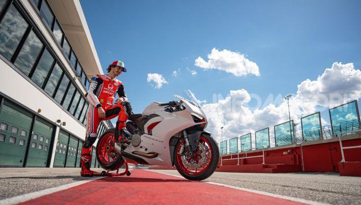 La Ducati Panigale V2 con nuova livrea White Rosso - Foto 2 di 9