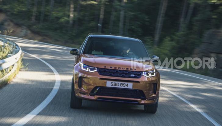 Land Rover Discovery Sport: arriva anche la versione Black - Foto 4 di 9