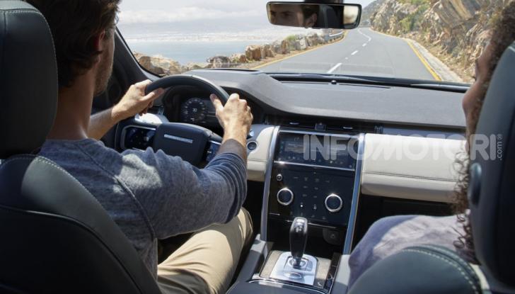Land Rover Discovery Sport: arriva anche la versione Black - Foto 5 di 9