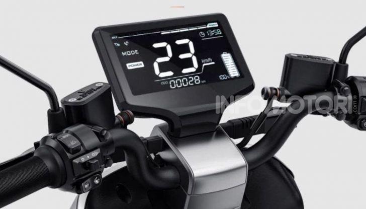 Vin Diesel diventa Fast, Furious & Green in sella allo scooter Yadea G5 - Foto 3 di 7