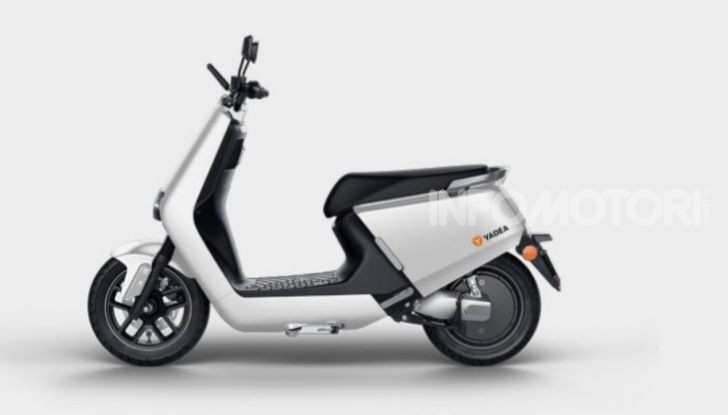 Vin Diesel diventa Fast, Furious & Green in sella allo scooter Yadea G5 - Foto 5 di 7